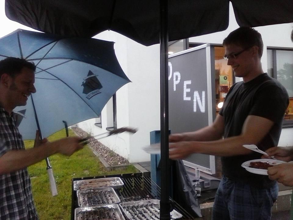 Grillen im Regen